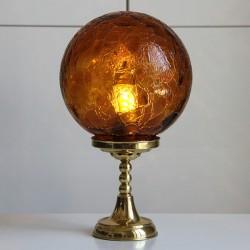 Mässingsfot från 60-talet har fått en rund spräcklig glaskupa.