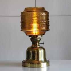 Omgjord gammal fotogenlampa nu med glaskupa och el.