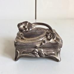 Liten fin ask eller smyckeskrin 120 kr