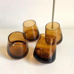4 st brunfärgade wiskeyglas med rund botten